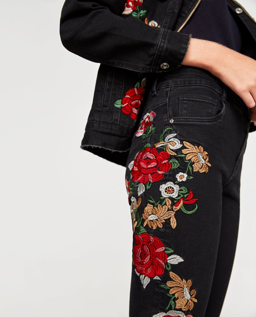 Image 4 of FLORAL FLARED JEANS from Zara