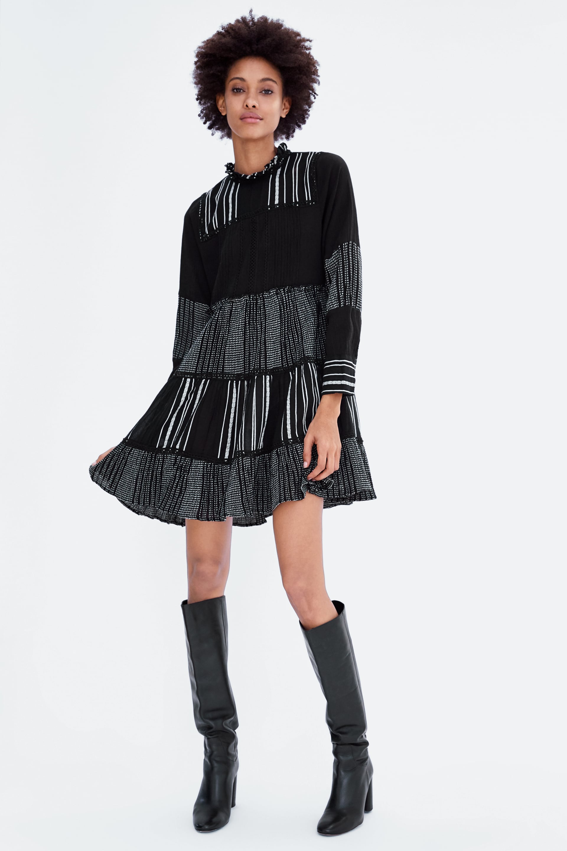 Kjole Med Broderi I Kontrast  Mini Kjoler Dame Udsalg by Zara