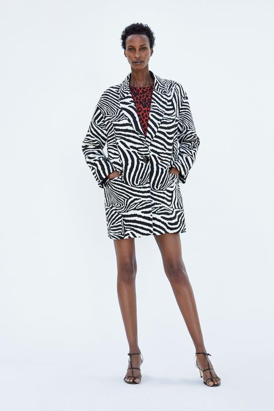 Immagine 1 di OVERSIZED BLAZER IN ZEBRA PRINT JACQUARD di Zara