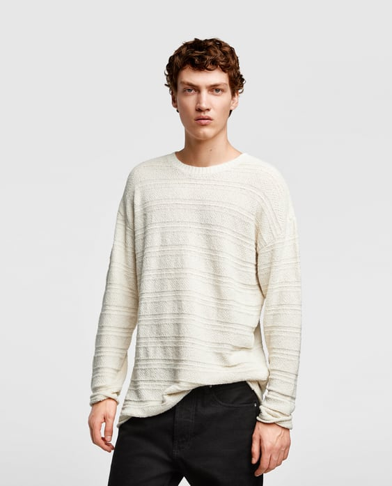 Loose-fitting cotton sweater with a round neckline, long sleeves and ribbed elastic trims.
