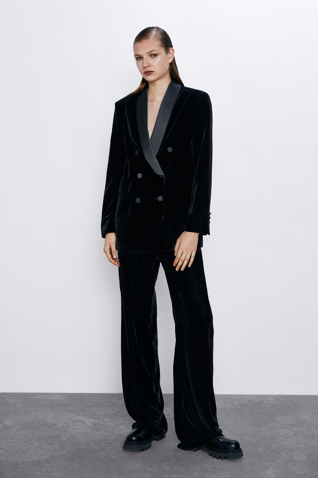 Image 1 of STRAIGHT FIT VELVET TROUSERS from Zara