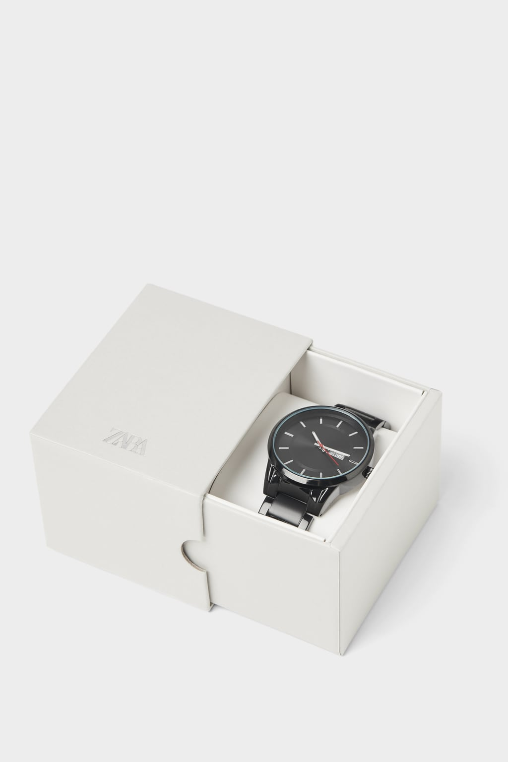 MINIMALIST WATCH WITH ROUND CASE AND METAL STRAP