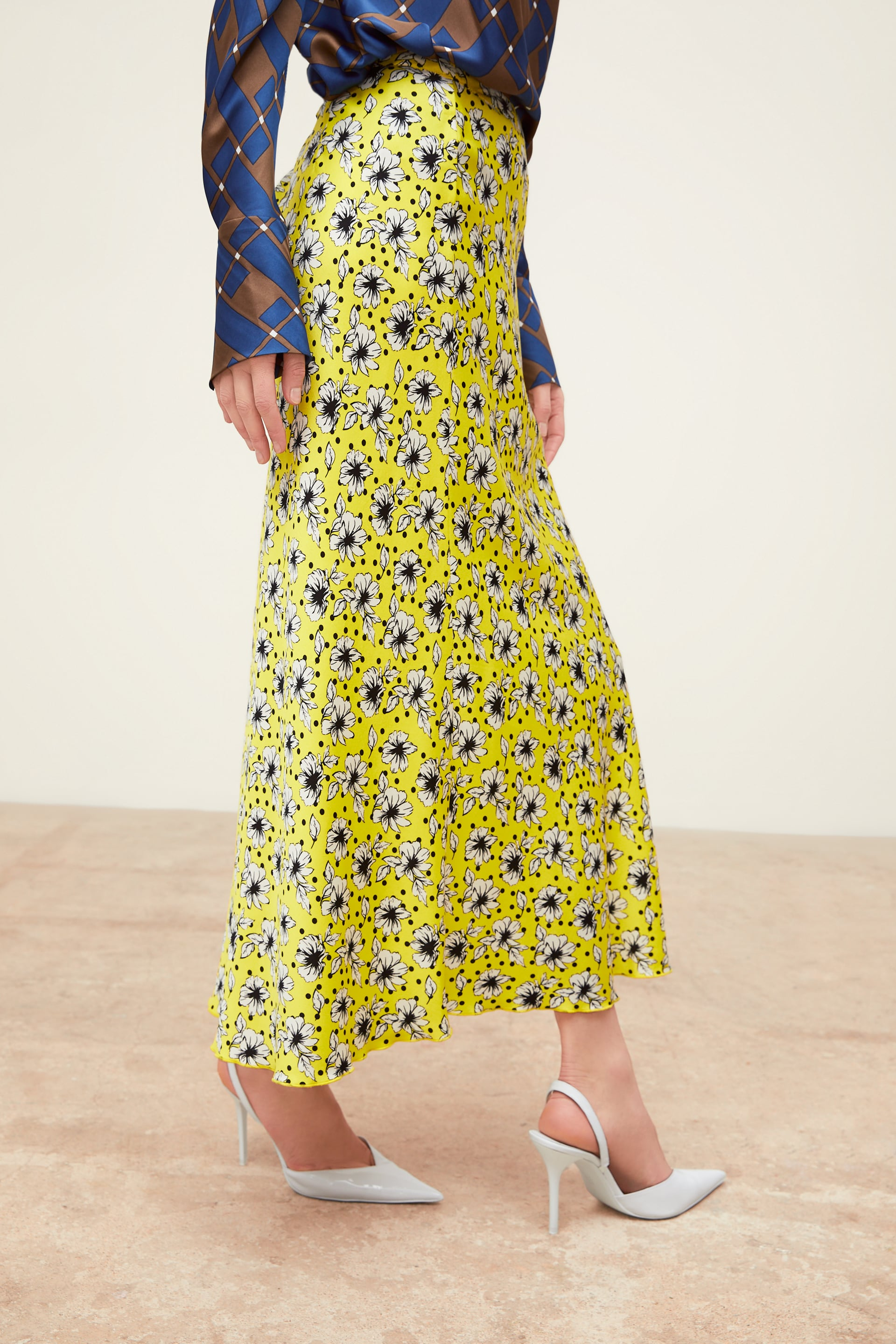 Image 4 of FLORAL PRINT LONG SKIRT from Zara