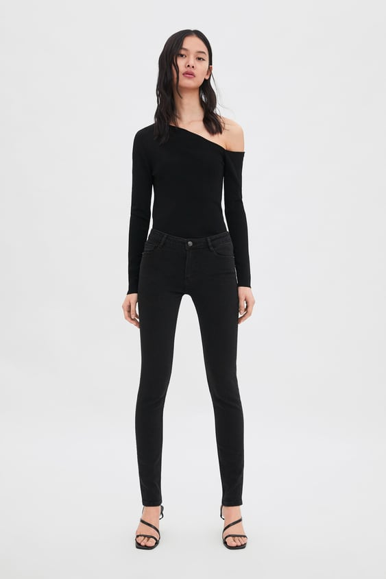 0bb31f6abdd Image 1 of MID-RISE SKINNY COMPACT LONGER LENGTH ESSENTIAL JEANS from Zara