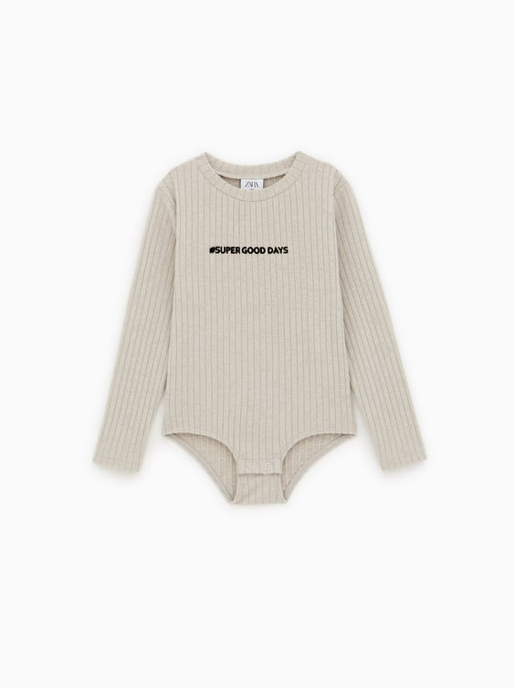 6d4a3d77 RIBBED BODYSUIT WITH SLOGAN - Available in more colours