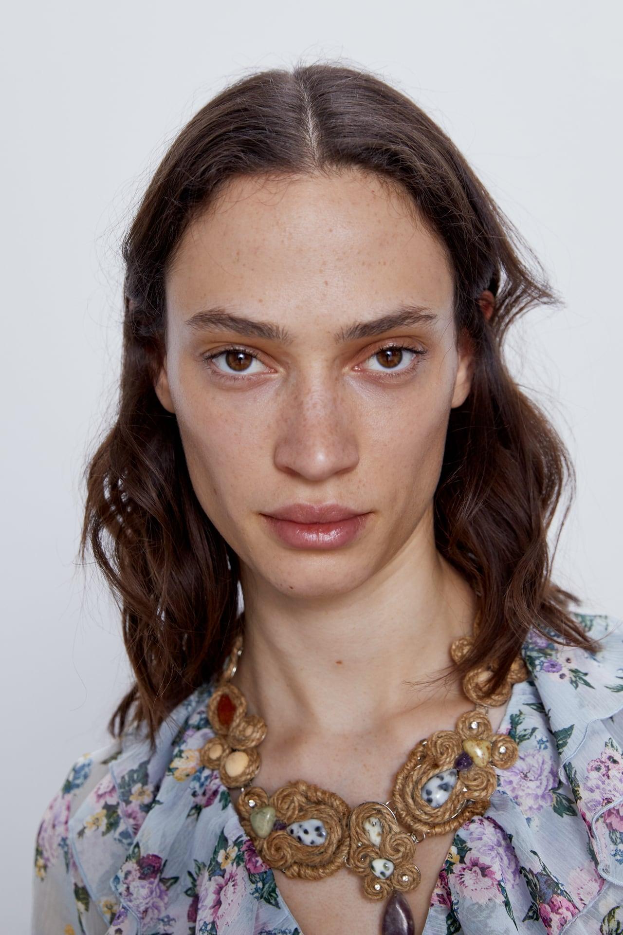 Maxi collar jute de Zara