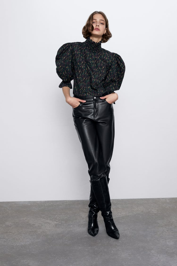 Imagen 1 de BLUSA ESTAMPADA de Zara