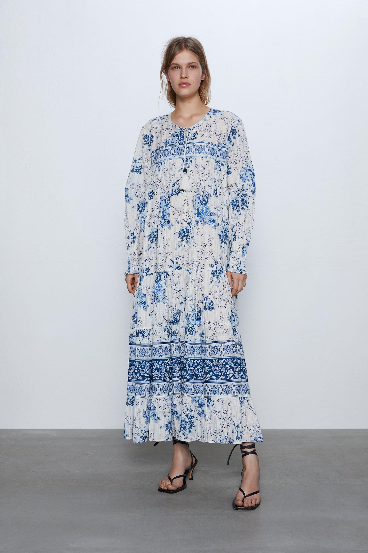 Vestido con estampado de Zara (39,95 euros) |Foto: Zara.