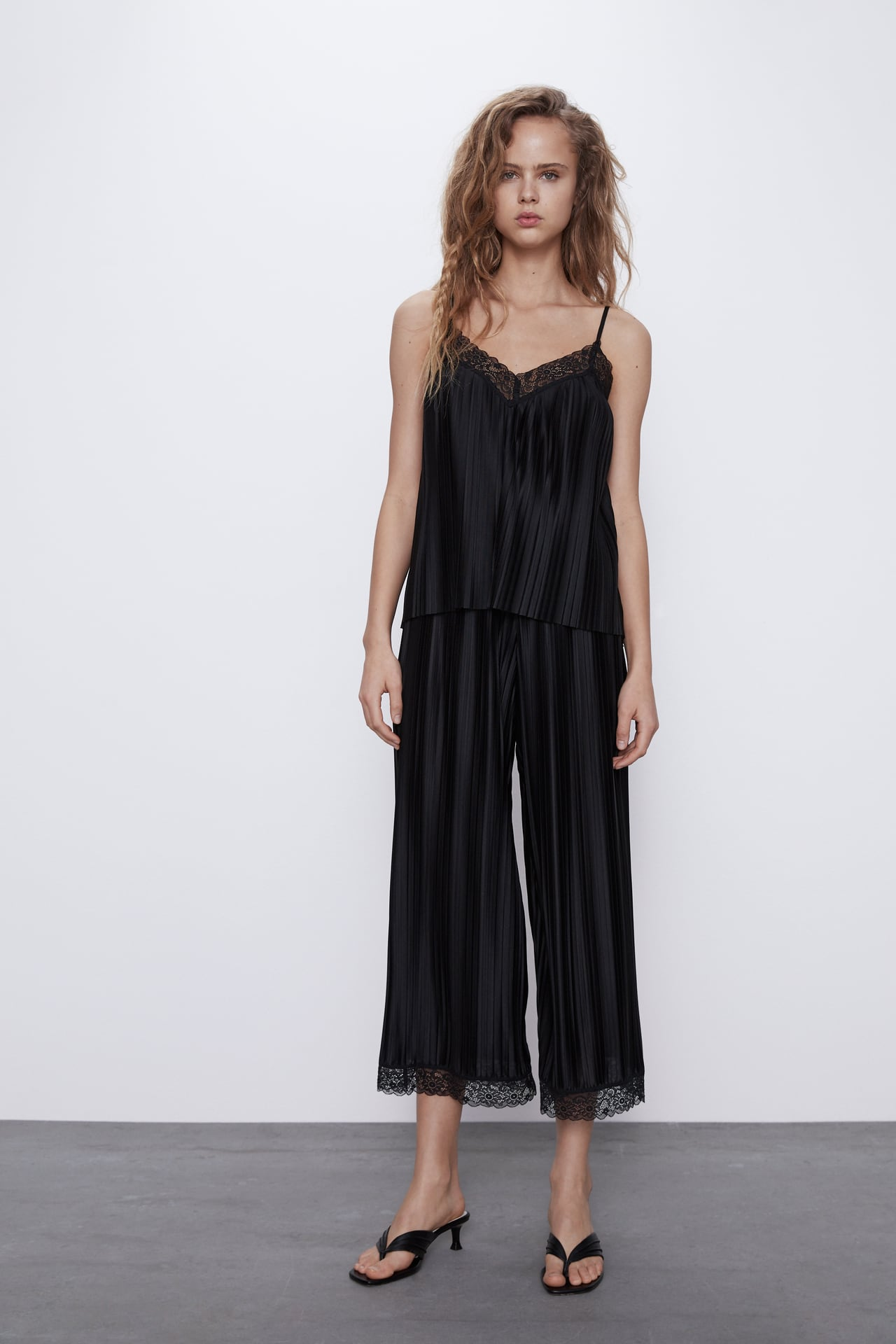 Image 1 of PLEATED TROUSERS WITH LACE from Zara