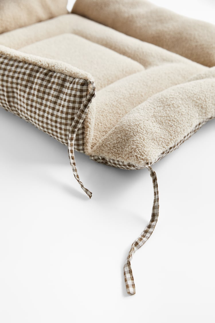 Image 3 of GINGHAM CHECK PET COLLECTION BED from Zara