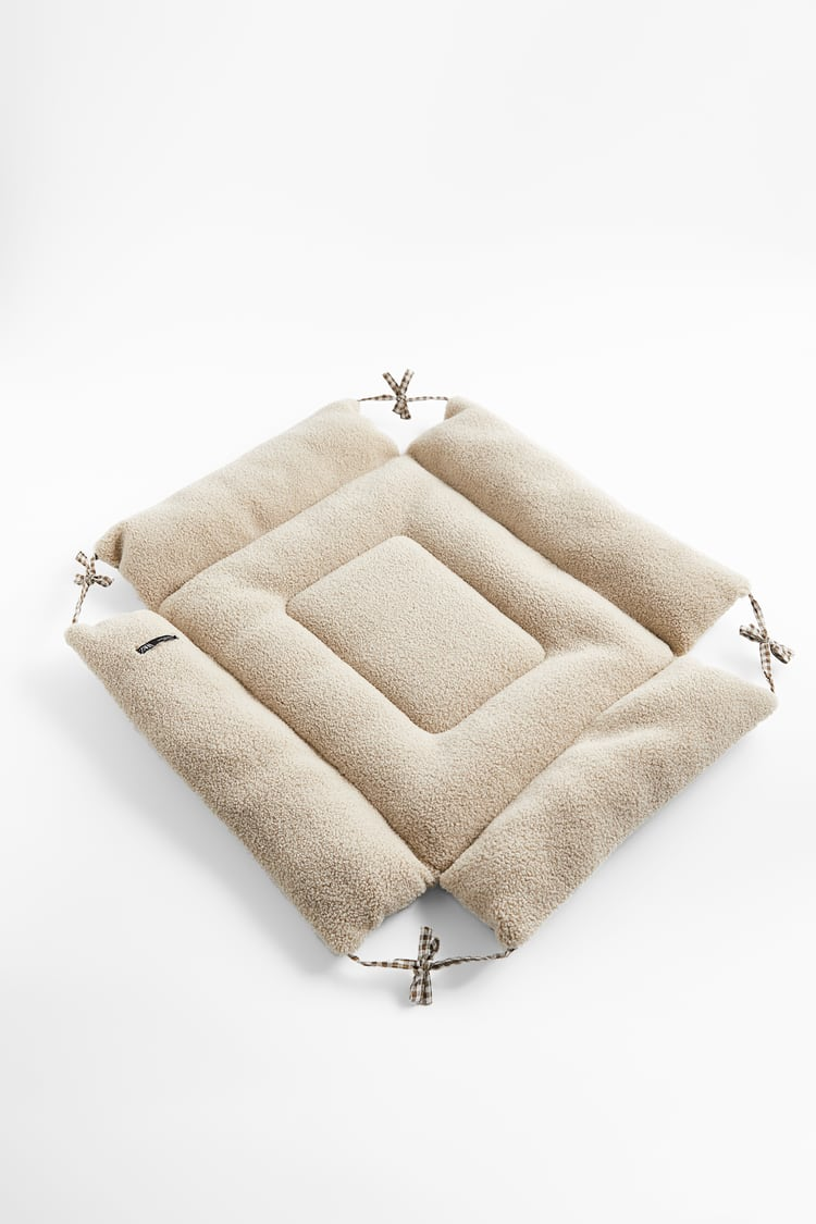 Image 4 of GINGHAM CHECK PET COLLECTION BED from Zara