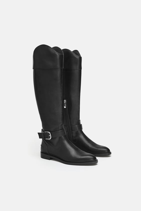 FLAT BOOTS WITH BUCKLE