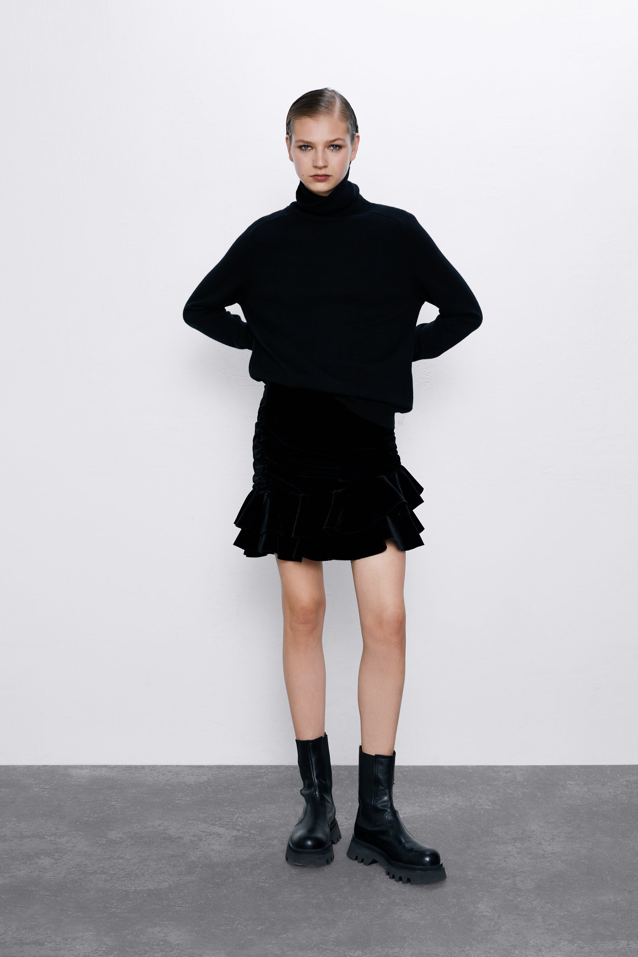 자라 Zara VELVET MINI SKIRT,Black