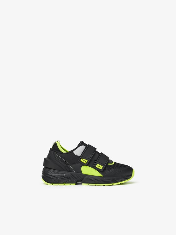 SNEAKERS WITH NEON DETAILS