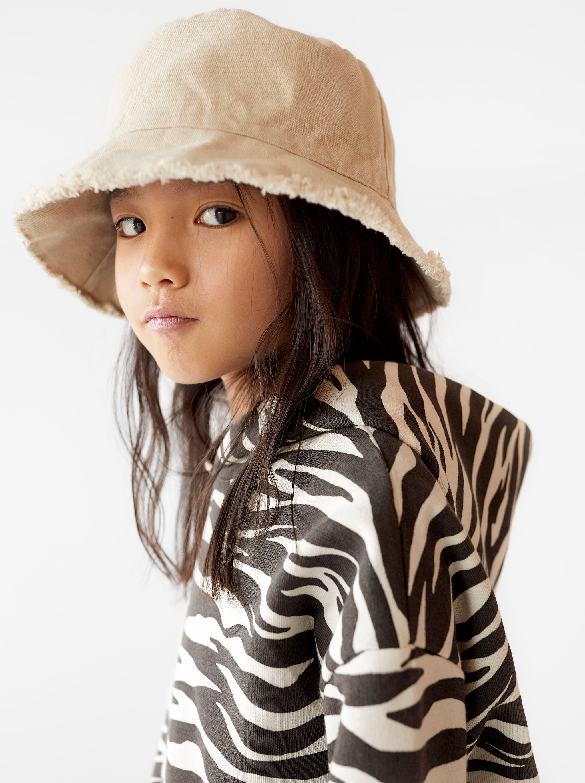 b5d42416e889 Zara HAT WITH FRAYED EDGE