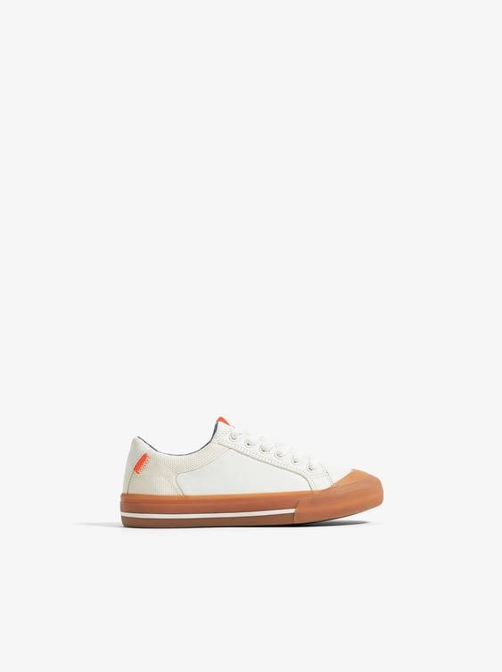 SNEAKERS WITH CARAMEL COLORED SOLES