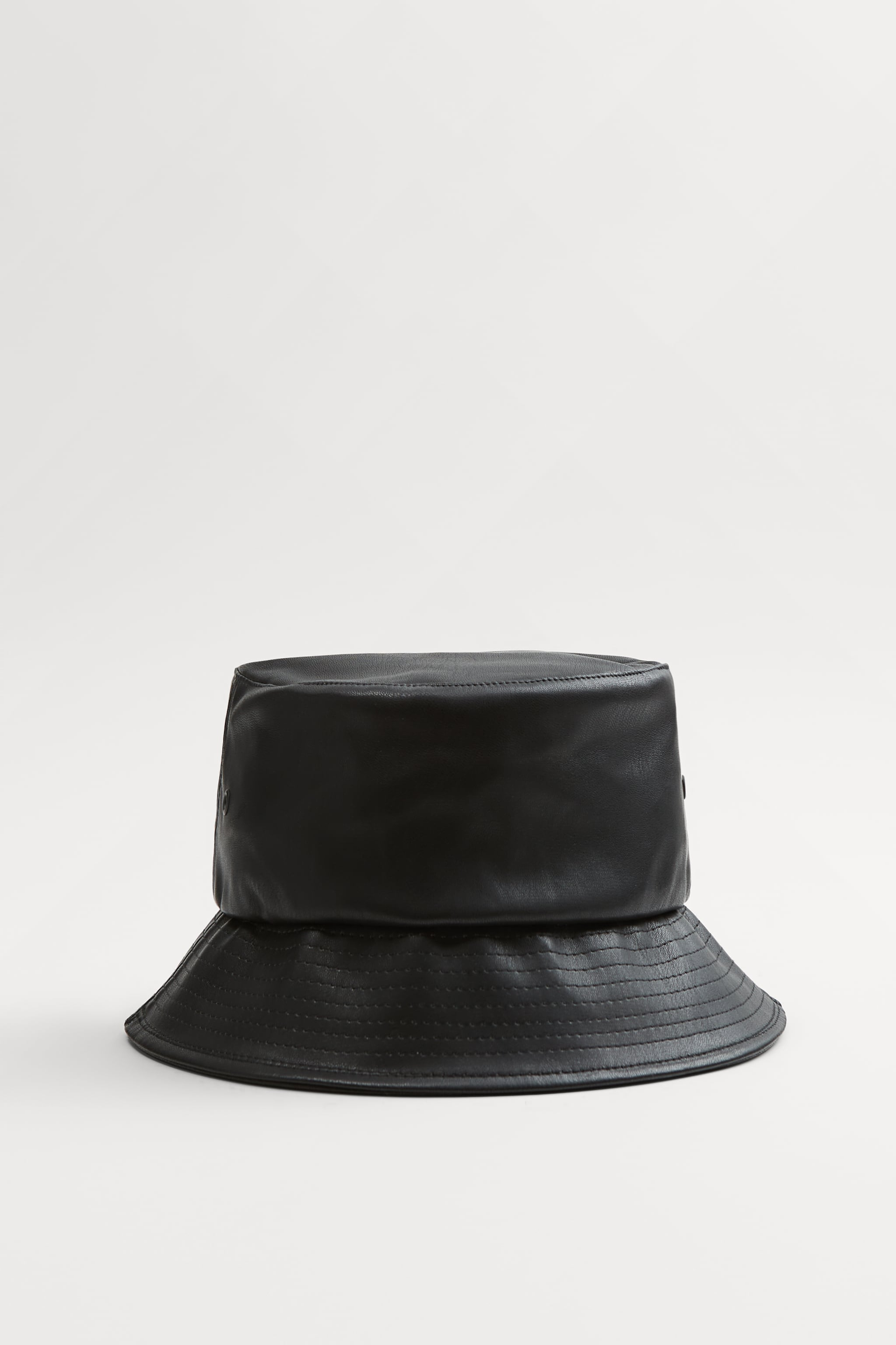 Zara FAUX LEATHER BUCKET HAT