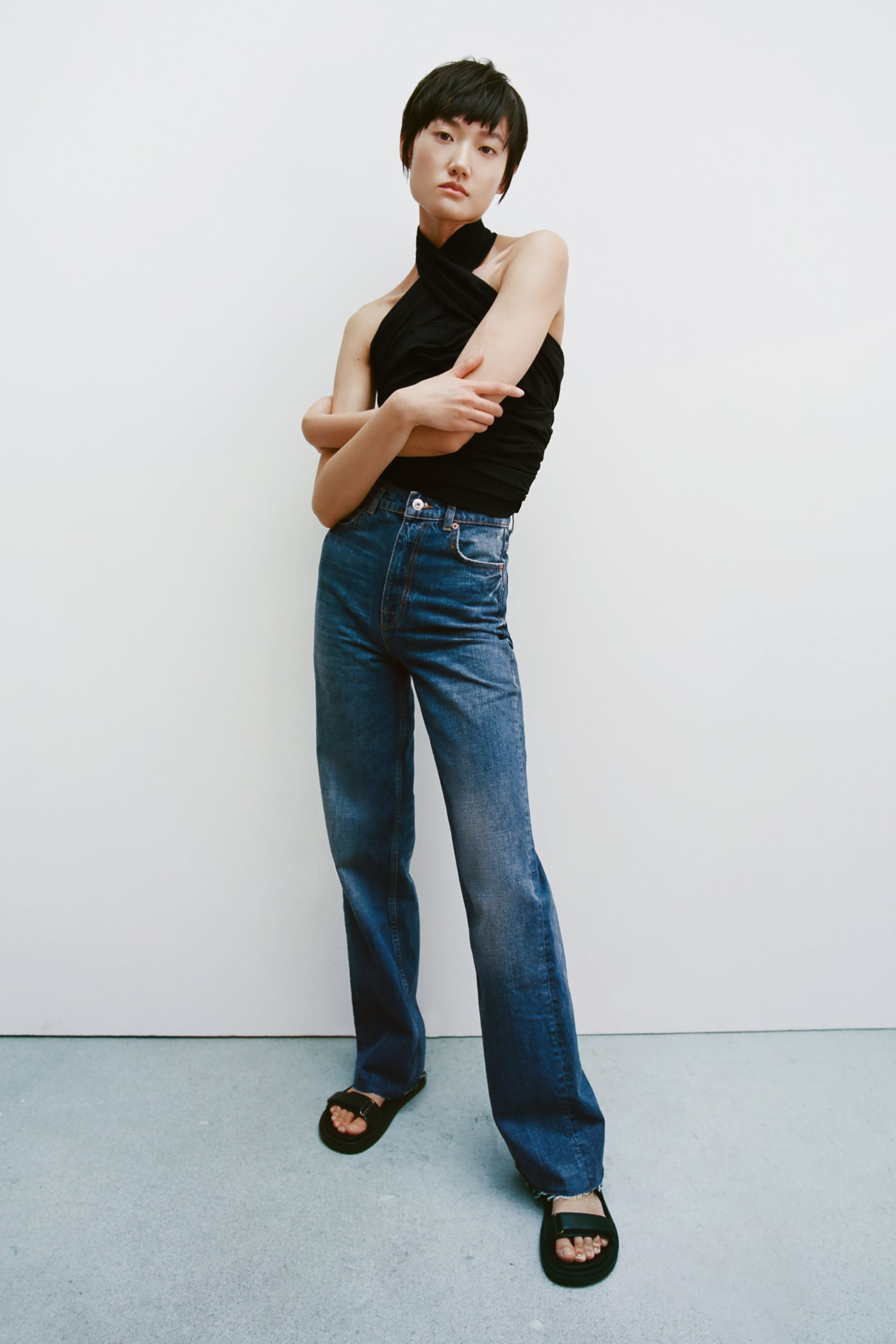Zara ADHESIVE STRAP LOW HEEL LEATHER SANDALS